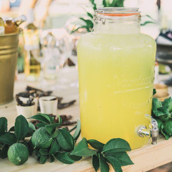 buffet de mariage citerne à citronnade